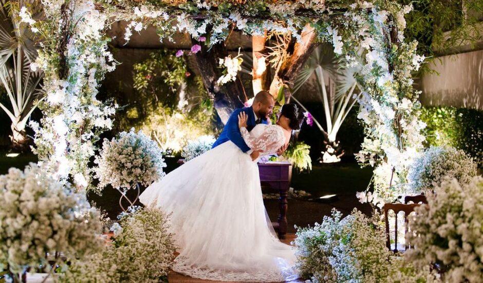 Decoração clássica e cheia de romantismo para Roberta e Jonedson, por Brindisi Produções